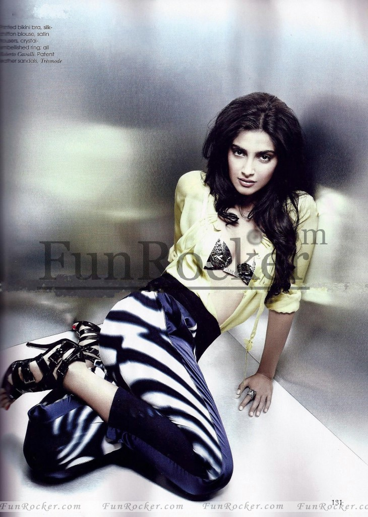 Sonam kapoor Awesome Style in V...