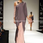 Model-Lakme-Fashion-Week-2010-(FunRocker.Com)-02