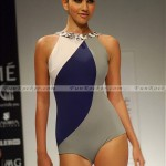 Model-Lakme-Fashion-Week-2010-(FunRocker.Com)-06