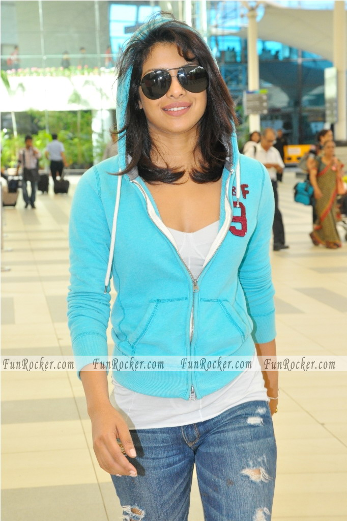 At Mumbai Airport Spotted Priyanka Chopra