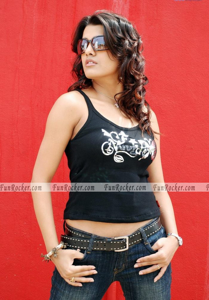 Bollywood Hot Actress Tanu Kaushik Pictures