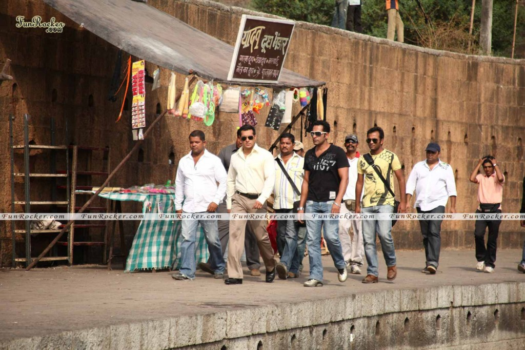 Watch Dabangg Movie Online Wallpaper