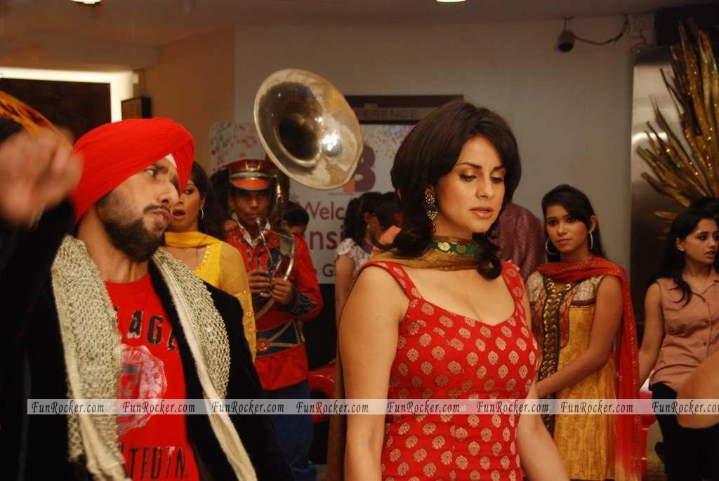 Watch Hello Darling Set Stills