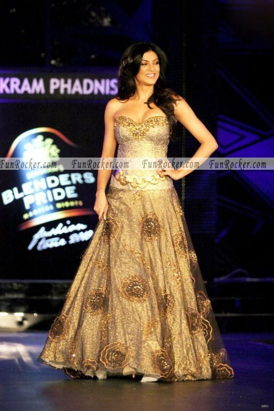 Sushmita Sen at Blenders Pride Fashion Show 2010