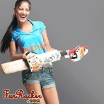 Ponam-Pandey-Cricket-2011-Strips-Pictures-(FunRocker.Com)-3