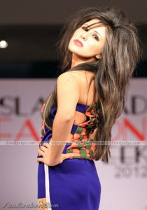 Pakistani-Sexiest-Fashion-Models-(FunRocker.Com)-51