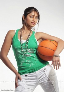 Ileana-D-Cruz-Hot-(FunRocker.Com)-19