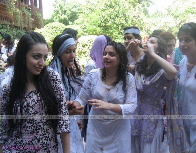 Pakistani Sexiest College Desi Girls
