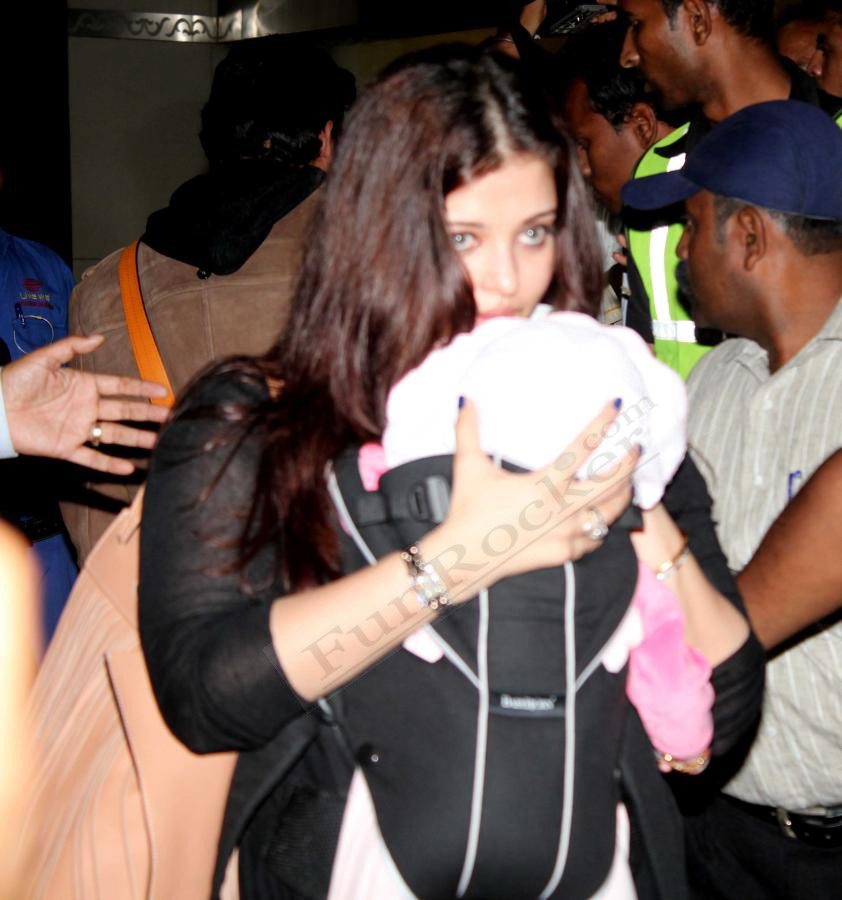 Actress Aishwarya Rai with Daughter Aaradhya Pictures