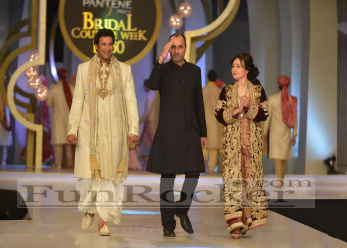 Wasim Akram on Ramp with Zeba Bakhtiyar (Bridal Couture Week 2013)
