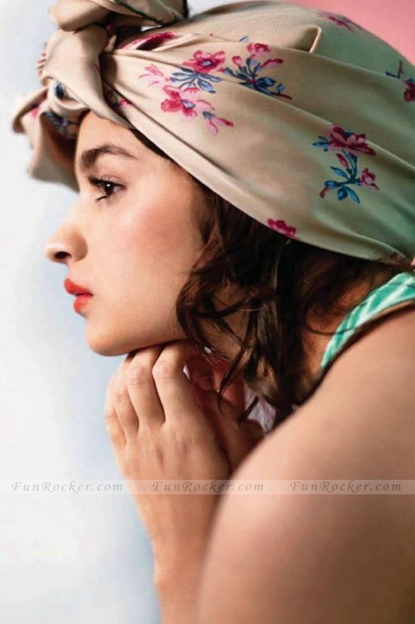 Alia-Bhatt-Hot-(FunRocker.Com)-4