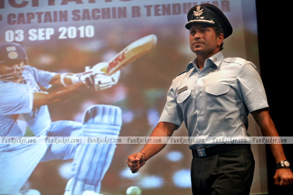IAF Group Captain Awarded Sachin Tendulkar